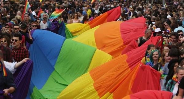 gaypridedublin2015b_large